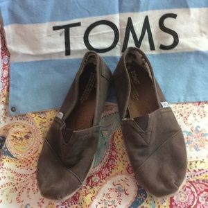 Chocolate brown TOMS